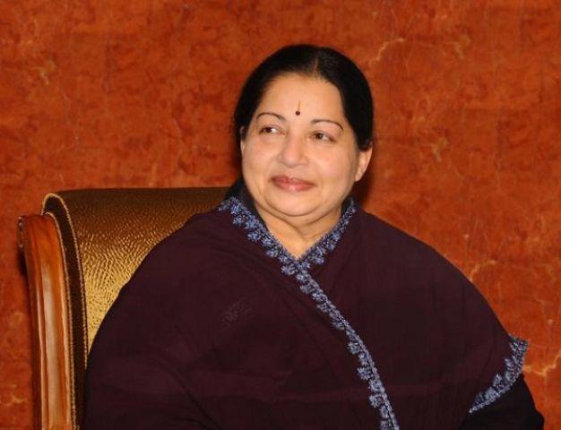 1991 से जयललिता के जन्मदिन पर सोने की अंगूठी बांट रहे है विधायक डी.जयकुमार