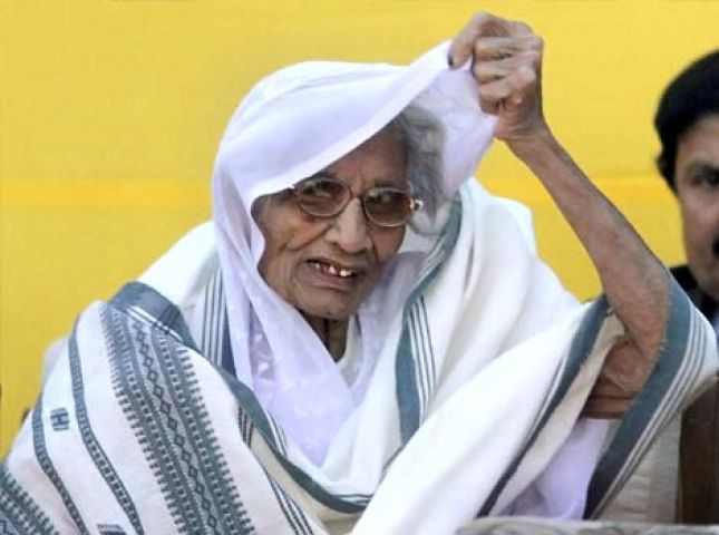 बिगड़ी PM मोदी की मां की तबियत