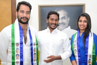 Telugu anchor Shyamala and her husband joined YSRCP