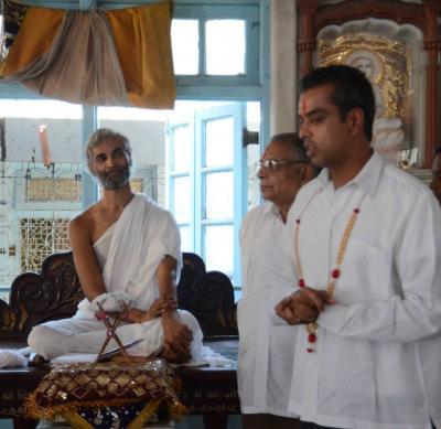 Shiv Sena Insulted  Jain religion: Milind Deora