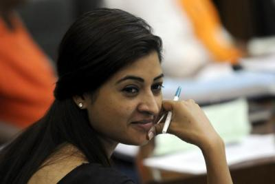 Alka Lamba asks public if she should resign from party