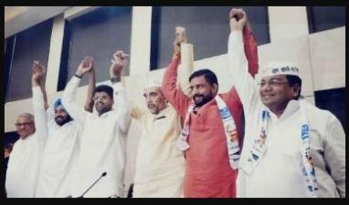 AAP joins hands with JJP, after a fail talk with Congress