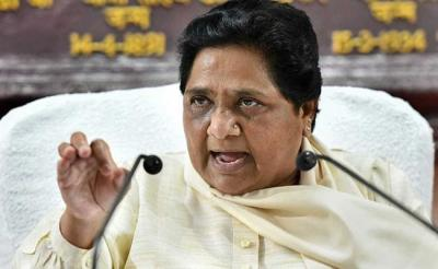 Mayawati slams Maneka Gandhi for her Muslim vote statement