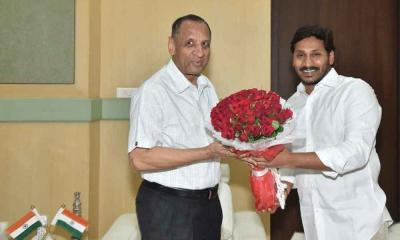 YSRCP chief Jagan Mohan Reddy meet the governor Narasimhan