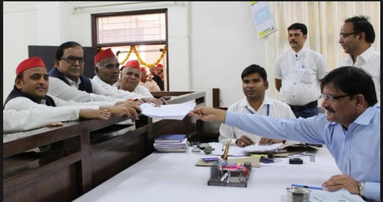 Samajwadi Party chief Akhilesh Yadav filed his nomination papers