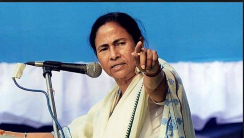 TMC chief Mamta Benerjee set allegation on Center to favour BJP