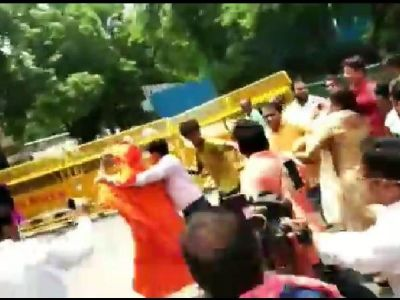 Watch: Swami Agnivesh attacked in Delhi while going to pay tribute to Atal Bihari Vajpayee