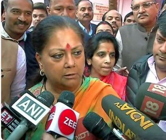 CM Raje  feels  insulted after the comment of  Sharad Yadav, urges EC to take cognizance