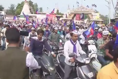 Gujarat assembly Polls: Hardik holds a packed motorcycle rally