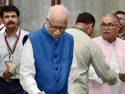 LK Advani cast his vote: Gujarat election 2017
