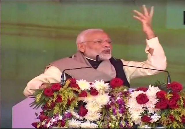 PM Narendra Modi in Raebareli recalls Congress' history in defence deals