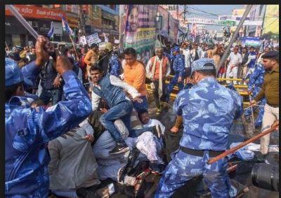 Bihar Police lathi charge on RLSP's Jan Aakrosh rally
