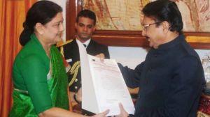 Sasikala presented list of 134 MLAs to form the next government