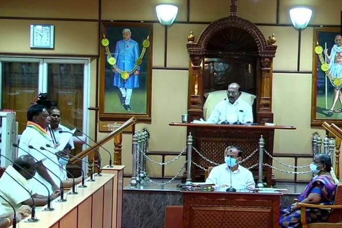 सीएम नारायणसामी के बहुमत साबित नहीं होने के बाद पुडुचेरी राजनीतिक संकट में पड़ी