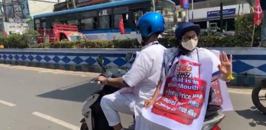 पेट्रोल-डीजल की बढ़ती कीमतों के खिलाफ ममता बनर्जी ने निकाली ई-बाइक रैली, पीएम मोदी को ठहराया जिम्मेदार
