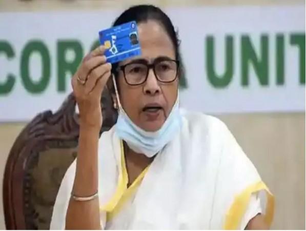 राज्य द्वारा संचालित स्वास्थ्य साथी कार्ड को करें स्वीकार, अन्यथा अस्पतालों का लाइसेंस किया जाएगा रद्द: ममता बनर्जी