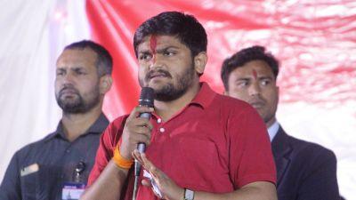 'We are fighting against thieves' says Hardik Patel at Mamata Banerjee's Mega Rally