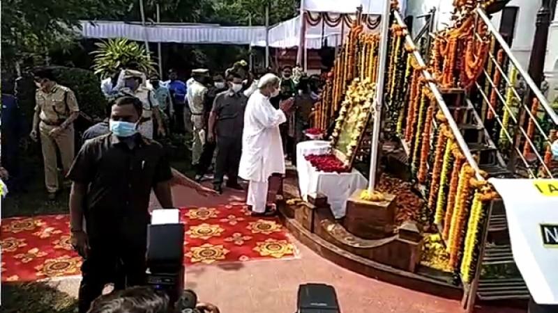 ओडिशा के सीएम ने नेताजी सुभाष चन्द्रबोस को दी श्रद्धांजलि