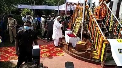 Odisha CM Pays Tributes To Netaji; Lays key stone For New Bus Terminus