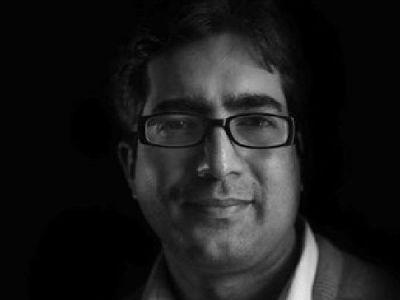 Omar Abdullah backs Shah Faesal, 2010 IAS topper sarcastic tweet