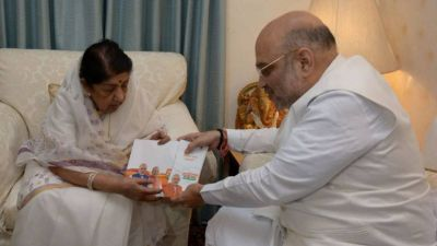 Amit Shah meets Lata Mangeshkar under the 'Contact for Support' campaign