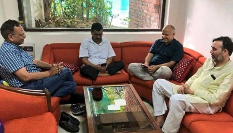 CM  Kejriwal and other AAP leaders end strike at Delhi L-G's office