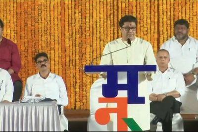 Raj Thackeray criticizes Fadnavis Govt on Sridevi's state funeral