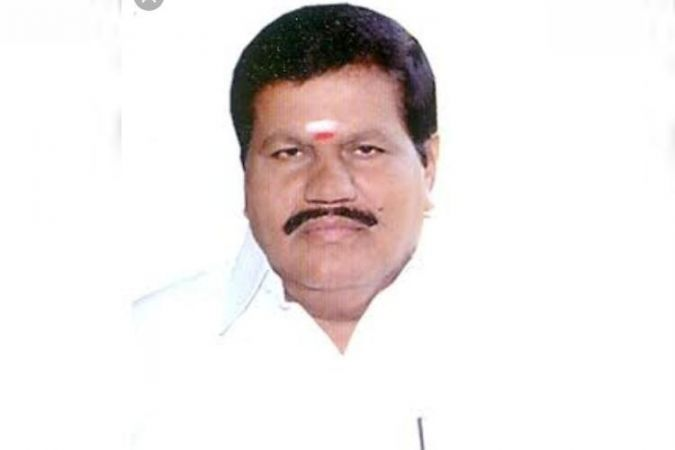 AIADMK leader R Kanagaraj Died while reading the newspaper
