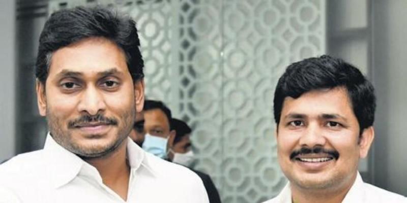 तिरुपति वाईएसआरसीपी के विजयी उम्मीदवार ने आंध्र के सीएम से की मुलाकात