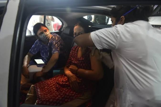 दादर में मुंबई का पहला ड्राइव-इन टीकाकरण केंद्र हुआ शुरू