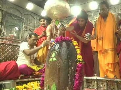 Watch video: Priyanka Gandhi Vadra offers prayers at Mahakaleshwar temple in Ujjain