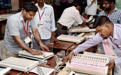 Voting Session delays in Delhi because of Faulty VVPATs