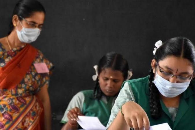 कर्नाटक सरकार का बड़ा फैसला, स्थगित की एसएसएलसी कक्षा 10 की बोर्ड परीक्षा