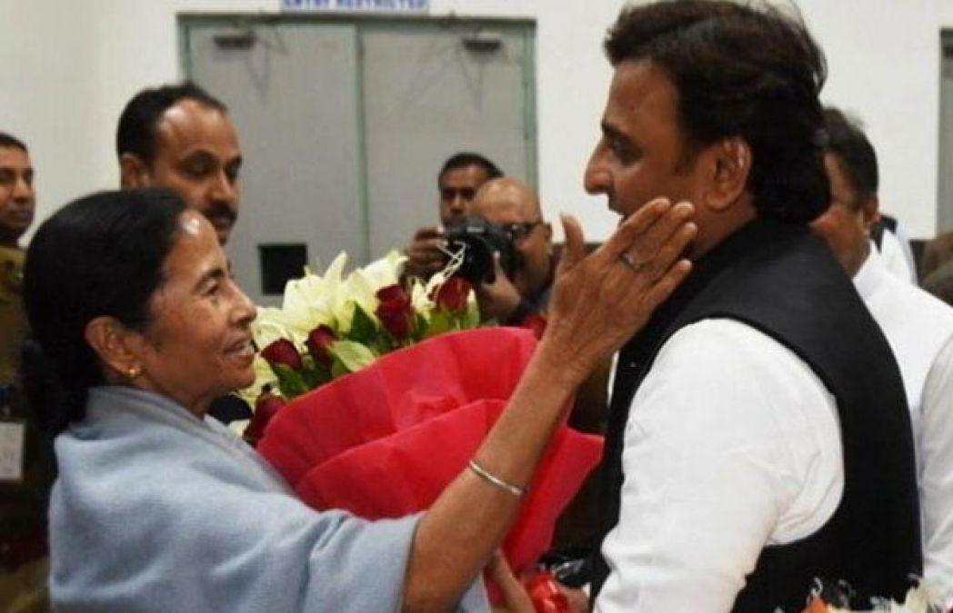 It's an Akhilesh Yadav- Mamata Banerjee meeting