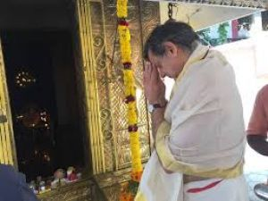 Politician offer prayers as counting begin for Lok Sabha
