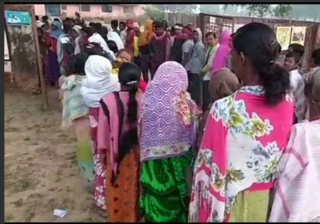 Chhattisgarh Assembly Elections Phase 1 LIVE UPDATES: Voting stops due to technical problem in the EVM at the Pink polling booth in  Sangwari