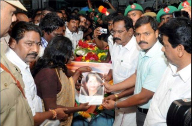 शहीद की अंतिम यात्रा में सीएम के फोटो पर मचा बवाल