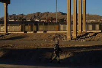 Two kids trap in US-Mexican border, Protection forces rescue them