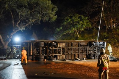 Major accident on Shenyang-Haikou expressway, truck collides with passenger bus