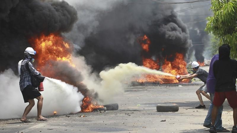 म्यांमार में सुरक्षा बलों ने प्रदर्शनकारियों पर की गोलीबारी, एक ही दिन में 82 लोगों की गई जान
