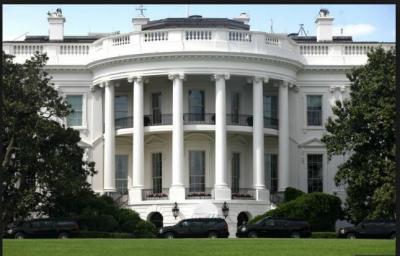 Outside White House, a man tried to set himself on ablaze