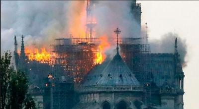 UNESCO World Heritage Notre-Dame Cathedral starts a massive fire...video inside