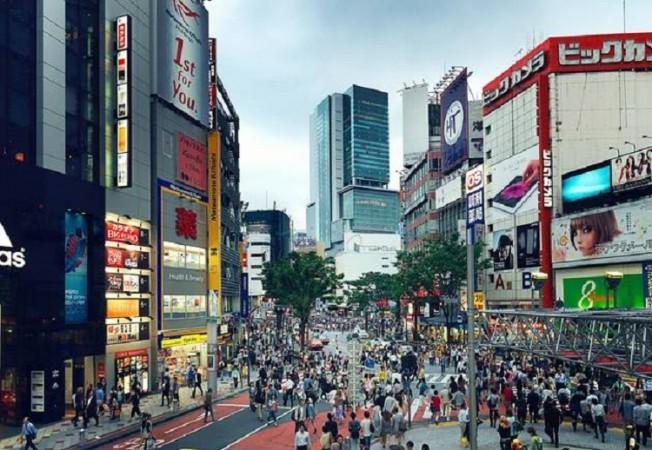 जापान के प्रधानमंत्री सुगा ने टोक्यो, ओसाका और हयोगो में घोषित की कोरोना की आपात स्थिति