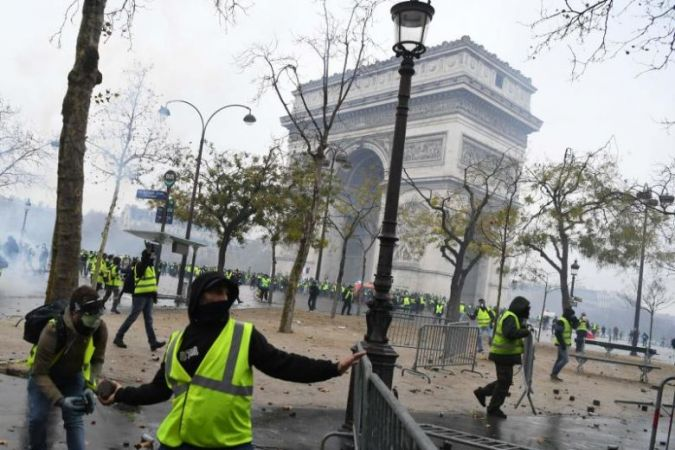 Yellow vest' protests: Paris on high alert