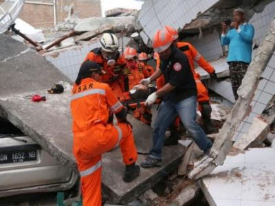Indonesian tsunami rescue efforts resume as country marks 2004 disaster, death toll  climbes 429