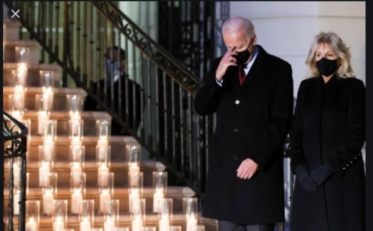 अमेरिका में कोरोना से हुई 5 लाख लोगों की मौत, श्रद्धांजलि देने के लिए व्हाइट हाउस में जलाई गई मोमबत्तियां