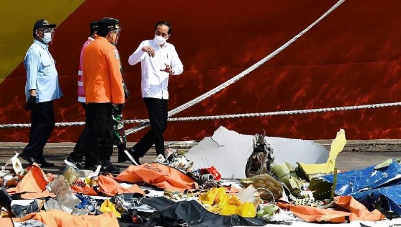 इंडोनेशियाई नेता ने विमान दुर्घटना में मारे गए लोगों के परिवार को किया मुआवजा देने का वादा