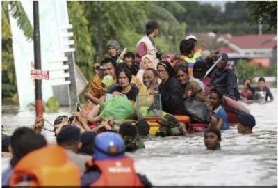 Indonesia suffering Floods, landslides, 5 dead and 4 missing