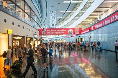 People go berserk when Women tourist brings World War II bomb at Vienna airport