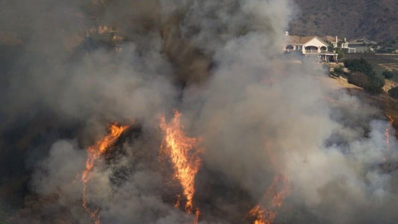नेवादा में घुसी उत्तरी कैलिफोर्निया के जंगल की आग